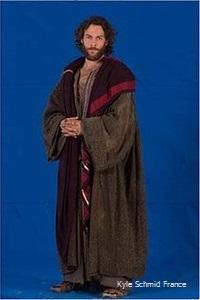 Kyle Schmid @ Saul costume (3)